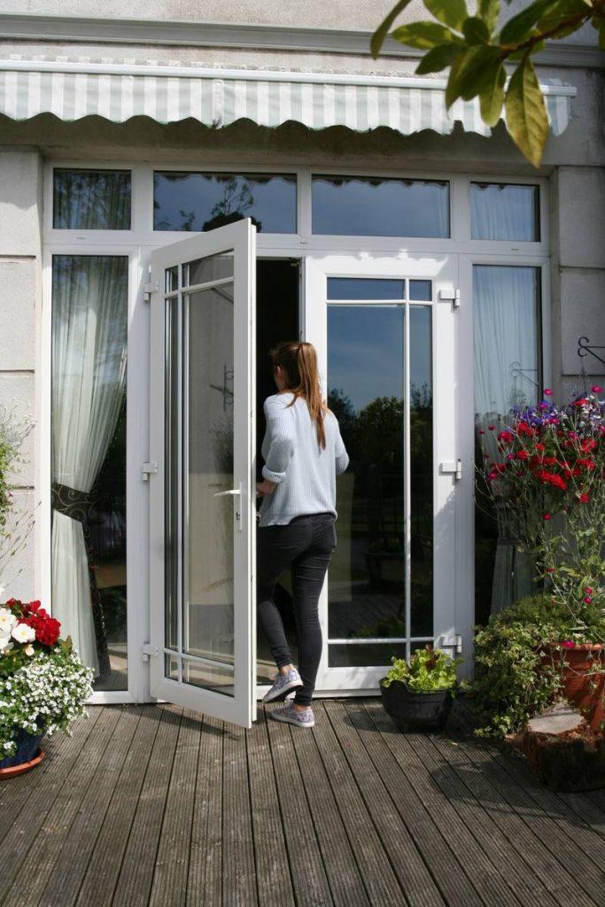 https://www.archerswindows.ie/wp-content/uploads/2019/06/White-French-Doors-with-Geo-Bar.jpg